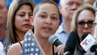 Emma Gonzalez le 17 février à Fort Lauderdale, en Floride, lors de sa première prise de parole publique après la fusillade survenue dans son lycée.