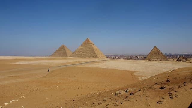 Les pyramides sur le plateau de Guizeh, en Egypte.