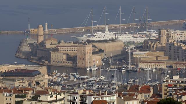 A Marseille, où une retraitée est morte dimanche après un vol à l'arraché, les violences dites crapuleuses ont augmenté de 15% à 19% en 2010.