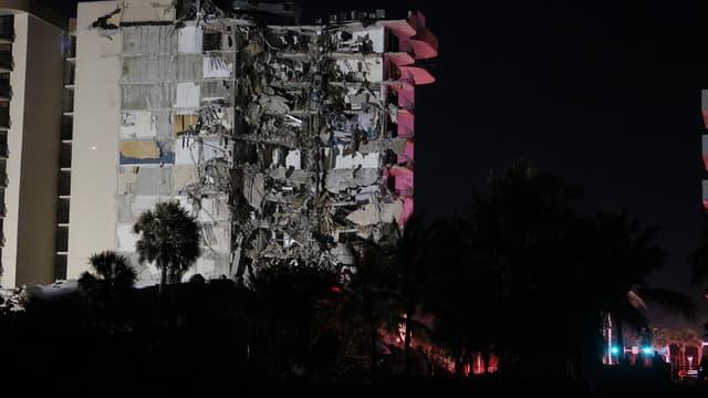 Des images du bâtiment effondré