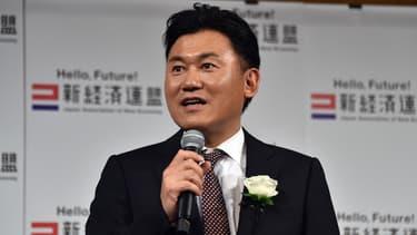 Iroshi Mikitan, patron de Rakuten, possède déjà Kobo, gérante de librairies numériques et conceptrice de plusieurs liseuses spécifiques.