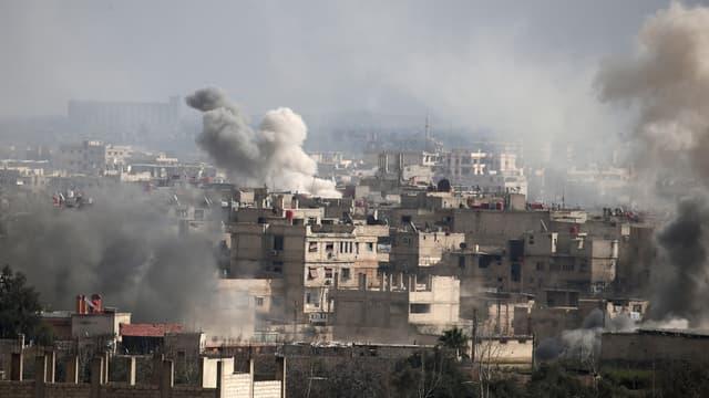 La ville d'Hamouria sous les bombardements, dans la Ghouta orientale le 20 février 2018.