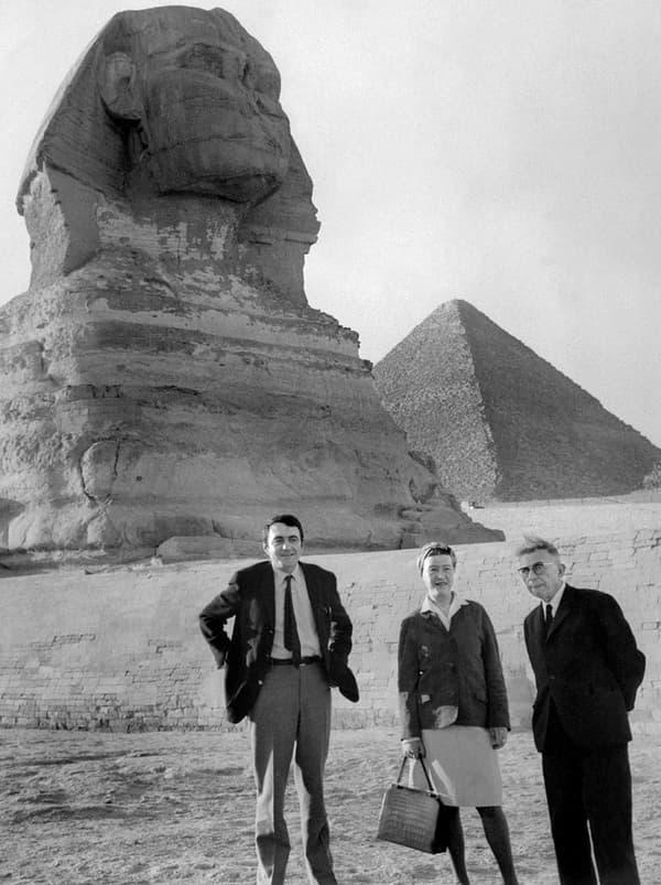 Claude Lanzmann avec Simone de Beauvoir et Jean-Paul Sartre en Egypte en 1967.