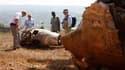 Des juges français inspectent les vestiges du Falcon 50 de l'ancien président rwandais hutu Juvenal Habyarimana abattu en 1994, à l'origine du génocide. Selon le procureur de la République Xavier-Rolai présent au Rwanda, le rapport de l'enquête pourrait ê