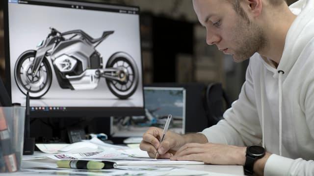 """Depuis plus de 90 ans, le moteur boxer à deux cylindres est un élément essentiel de l'identité de BMW Motorrad"""", explique Edgar Heinrich, responsable de la conception de BMW Motorrad"""