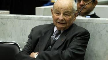 """Le procès des laboratoires Servier et de leur président-fondateur Jacques Servier pour """"tromperie aggravée"""" dans l'affaire du Mediator doit s'ouvrir ce mardi à Nanterre."""