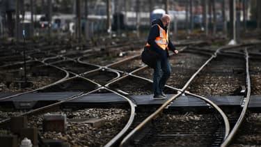 Après SUD-Rail et l'Unsa ferroviaire, la CGT-Cheminots appelle à son tour à une grève reconductible à la SNCF à partir du 5 décembre contre la réforme des retraites.