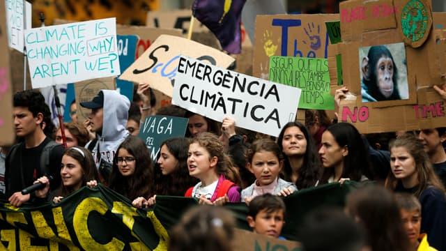 Des milliers de jeunes manifestaient pour le climat, ce vendredi 24 mai, à Barcelone.