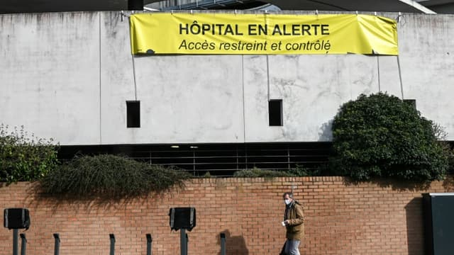 Sur un mur de l'hôpital de Dunkerque le 17 février 2021