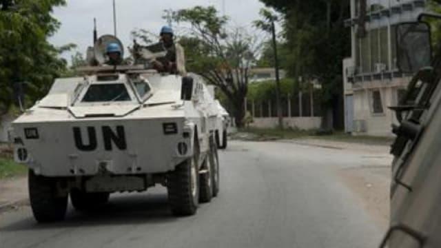 Un blindé de l'Onuci circulant à Abidjan (photo d'illustration)