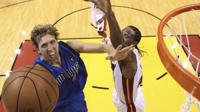 Dirk Nowizki a plié le Heat