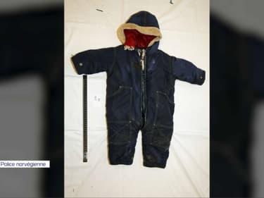 La dépouille du petit Artin, 15 mois, a été retrouvée dans sa combinaison par la police norvégienne.
