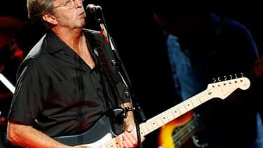 La vente de 75 guitares et 55 amplificateurs d'Eric Clapton, mercredi à New York, a rapporté 2,15 millions de dollars (1,55 million d'euros), plus du triple des estimations. /Photo d'archives/REUTERS/Luke MacGregor