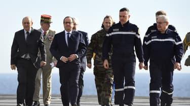 François Hollande à bord du Charles-de-Gaulle, le 14 janvier, a annoncé la mise en place de nouveaux financements pour la Défense