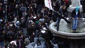 Apéro géant mercredi soir à Nantes. Un jeune homme de 21 ans est décédé dans la nuit de mercredi à jeudi à Nantes en marge de l'événement organisé via internet et qui a rassemblé quelque 10.000 personnes. La victime est tombée sur la tête après avoir chut