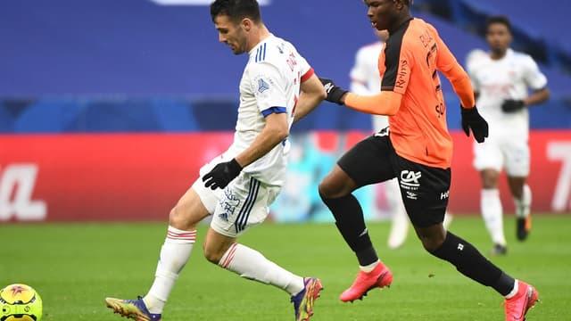 Léo Dubois face à El Bilal Touré
