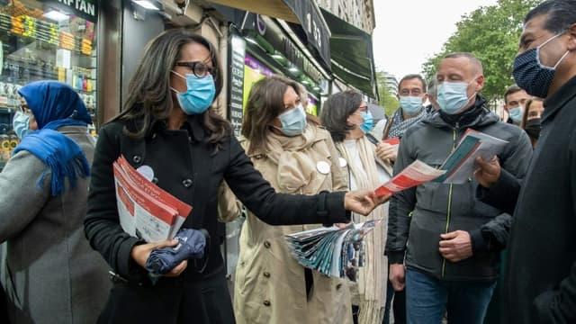 Audrey Pulvar (g), tête de liste des socialistes pour les régionales en Ile-de-France, le 21 mai 2021 à Paris