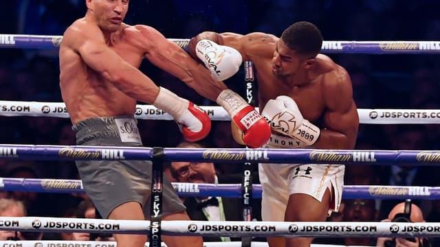 Le combat époustouflant entre Anthony Joshua et Wladimir Klitschko a basculé dans le onzième round.