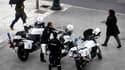 Face à la crise et désireuse de lever des fonds, la police grecque propose de louer trente euros de l'heure les services de ses agents pour assurer la sécurité d'événements privés. L'argent récolté servira notamment à financer le matériel qui équipe les f