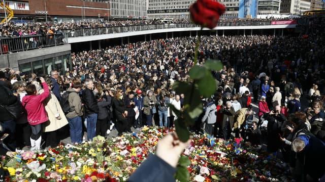 Un rassemblement à Stockholm le 9 avril 2017 en hommage aux victimes de l'attentat