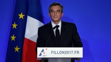 François Fillon avait révélé avoir travaillé pour Axa lundi, lors de sa conférence de presse
