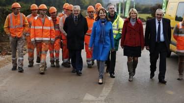 """La ministre de l'Environnement a lancé dans l'Orne les travaux du revêtement routier photovoltaïque de Colas, dite """"route solaire"""", fabriquée par la Scop SNA."""