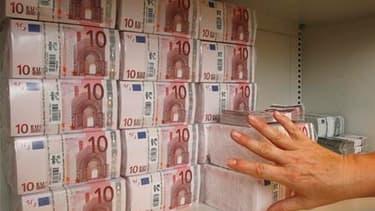 Le déficit du budget de l'Etat s'établissait à 21,8 milliards d'euros fin février contre 32,6 milliards un an plus tôt, selon la dernière situation mensuelle budgétaire publiée par le ministère du Budget. Le ministère estime que cette amélioration est due