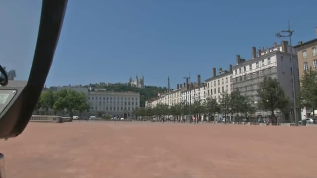 La place Bellecour à Lyon, déserte en raison de la canicule (image d'illustration)