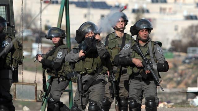 Des soldats israéliens à Dura, le 7 février 2014.