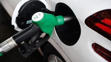 Le SP95-E10 reste le carburant le moins cher.