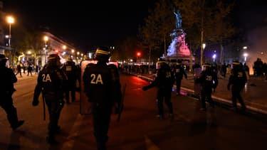 Des policiers, place de la République à Paris, le 1er mai 2016.