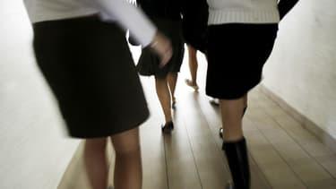 """Photo prise le 16 mars 2006 dans un lycée de Vitré, lors d'une """"journée de la jupe"""" (photo d'illustration)"""