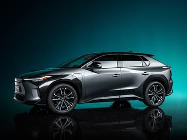 """Pour l'ouverture du salon automobile de Shanghai (Chine) le 19 avril, Toyota a dévoilé le """"bZ4X"""", un SUV compact 100% électrique."""