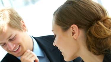 Les grandes entreprises recherchent la femme d'affaire qui présente un profil de rêve