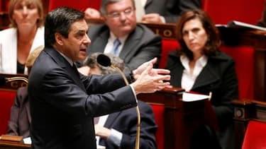 Devant les députés mercredi, le Premier ministre François Fillon a convoqué de Michel Rocard à Martine Aubry pour dénoncer les erreurs, selon lui, du Parti socialiste sur les retraites. /Photo prise le 11 mai 2010/REUTERS/Jacky Naegelen