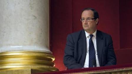 """L'ancien premier secrétaire du Parti socialiste, François Hollande juge les mesures annoncées par le gouvernement pour réduire les déficits publics de la France incohérentes et injustes. """"On est dans l'improvisation et dans le sauve-qui-peut"""", a-t-il accu"""