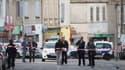Une fusillade à la kalachnikov dimanche dans une épicerie de nuit des quartiers nord de Marseille a fait deux morts et un blessé.