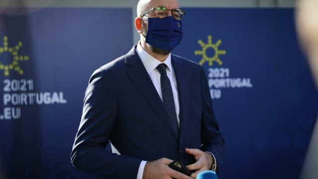 Le président du Conseil européen Charles Michel fait une déclaration à la presse, le 8 mai 2021 à Porto, au Portugal