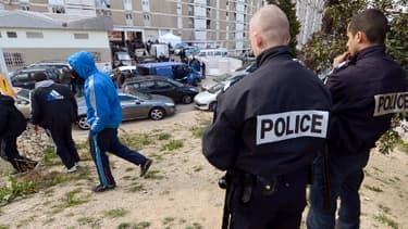 Des policiers dans une cité du Nord de Marseille, en février dernier.
