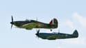 A droite, un avion Spitfire. Modèle qui fascine Antonin Dehays.