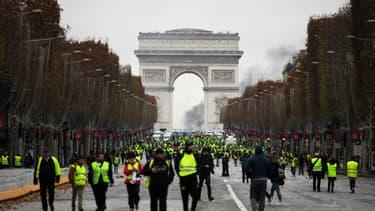 Des gilets jaunes sur les Champs-Elysées samedi à Paris