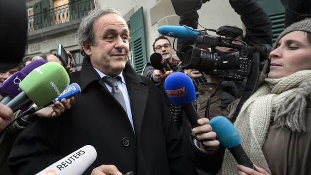 """Michel Platini est la personnalité """"business"""" française la plus citée par la presse en 2016. L'ancienne star du ballon rond se serait volontiers passé de ce trophée."""