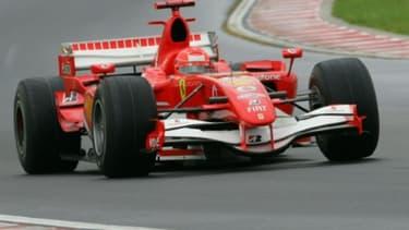 Michael Schumacher au volant de sa Ferrari au GP de Hongrie en 2006.