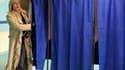 """Marine Le Pen, qui a fini en troisième position (18,31%) au premier tour, à une courte tête de Valérie Létard (19%), chef de file de la majorité dans le Nord-Pas-de-Calais, rêve de devancer dimanche """"la ministre de Sarkozy."""" /Photo prise le 14 mars 2010/R"""