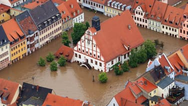 Vue aérienne de la ville de Grimma, dans l'Est de l'Allemagne, submergée par les eaux.