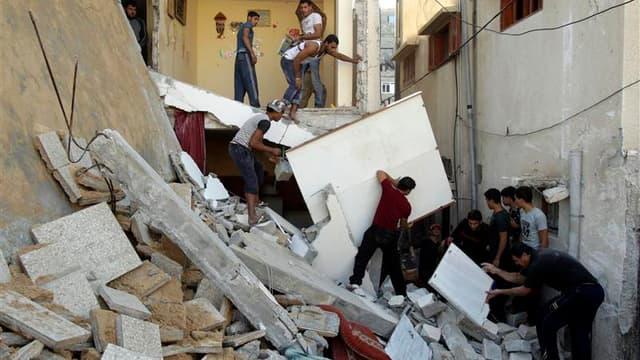 Maisons détruites à Rafah, dans le sud de la bande de Gaza. Un porte-parole du gouvernement israélien a dementi mardi, quelques instants après l'annonce par un responsable du Hamas de l'entrée en vigueur d'un cessez-le-feu à 22h00 GMT autour de la bande d