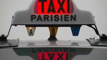 Un chauffeur de taxi parisien était vendredi hospitalisé en état de mort cérébrale après avoir été violemment agressé par  des clients jeudi matin.