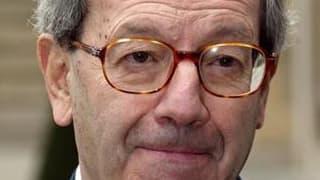 L'ancien ministre centriste Bernard Stasi, qui souffrait de la maladie d'Alzheimer, est mort dans la nuit de mardi à mercredi à l'âge de 80 ans. Il fut ministre des Départements et Territoires d'Outre-Mer de 1973 à 1974 dans le gouvernement de Pierre Mess