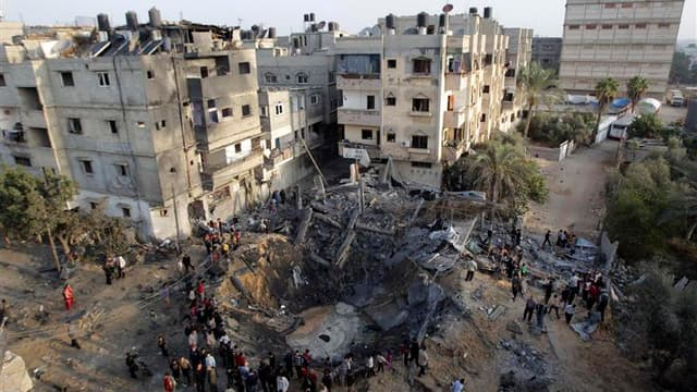 Maison détruite à Khan Younès, dans le sud de la bande de Gaza, par un raid aérien de Tsahal. L'aviation israélienne a bombardé lundi plusieurs dizaines de cibles dans la bande de Gaza, où les tirs de roquettes en direction de l'Etat hébreu se sont faits