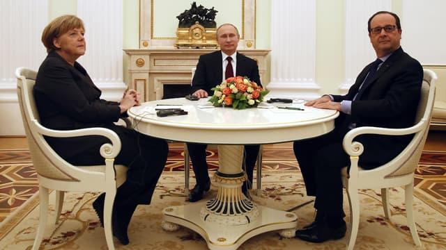 Angela Merkel, Vladimir Poutine et François Hollande au Kremlin, vendredi 6 février 2015.